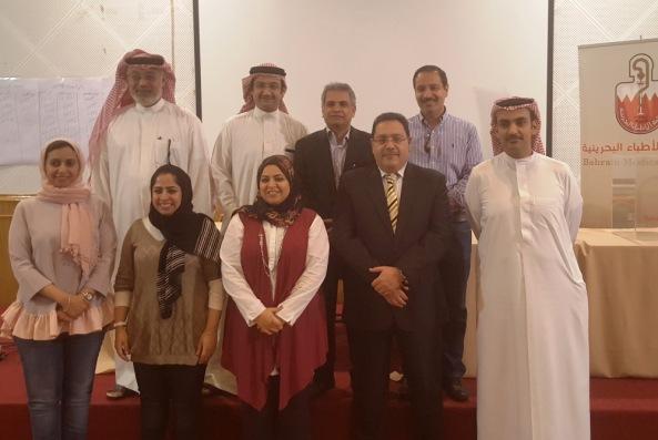 بعض أعضاء مجلس الإدارة الجديد مع اللجنة الانتخابية